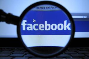 Huella digital - A quién beneficia la información personal que ponemos en las redes sociales
