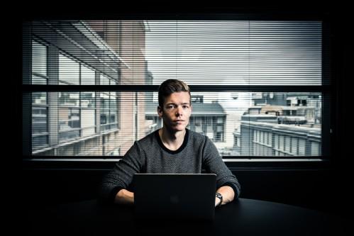 huella digital - este hacker descubrio que la policia dirigia un portal de pornografia infantil