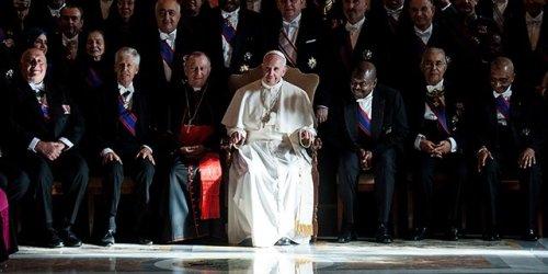 huella digital . Baile del Papa; nuevo virus de Facebook y Whatsapp